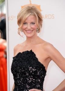 Anna-Gunn-in-Romona-Keveza-2013-Primetime-Emmy-Awards-6-600x840
