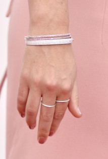 Rose-Byrne-in-Calvin-Klein-Collection-2013-Primetime-Emmy-Awards-bracelet-ring-600x885